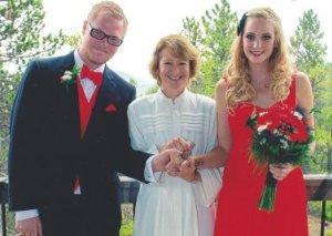 Officiant Rev Karen Mohr and wedding couple